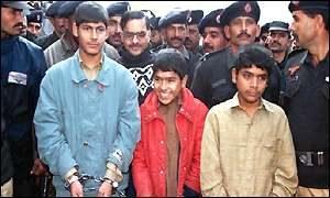 Арестованные сообщники маньяка Джаведа Икбала.