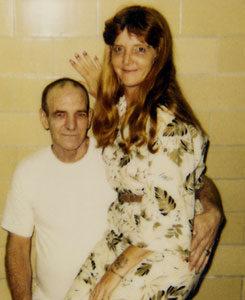 Маньяка Оттиса Элвуда Тула со своей женой.