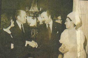 Будущая убийца Санта Кимс во время встречи с президентом Фордом.