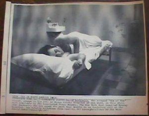 Фото с камера наблюдения за маньяком Дэвидом Берковицем.