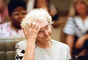 Серийная убийца Доротея Пуэнте в суде.