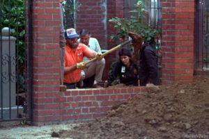 Раскопки в доме серийной убийцы Доротеи Пуэнте.