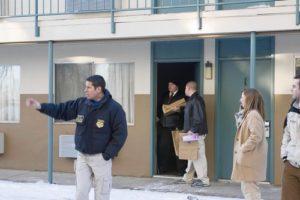 Полиция вывозит вещи принадлежавшие маньяку Стиву Казмирчаку.