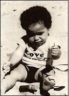 Усыновленный ребенок Майкл Тиннинг.