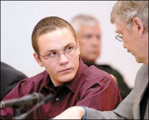 Фото серийного убийцы Коди Поузи и его семьи.
