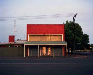 Заброшенное здание бывшего коммерческого банка в Сноутауне.