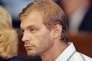 Серийный убийца Дамер Джеффри на суде.