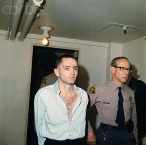 Маньяк Чарльз Миллз Мэнсон в суде.