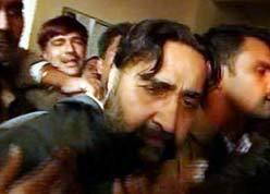 Нападение на Махиндера Сингха Пандера во время суда.