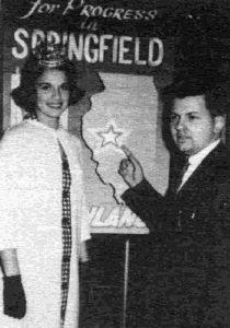 Фото молодого Джона Уэйна Гейси с мисс Иллинойс.