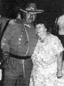 Маньяк Джон Гейси со своей матерьюМэрион Элейн Робинсон.