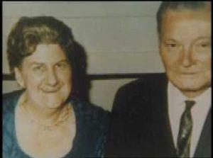 Родители маньяка Джона Уэйна Гейси.