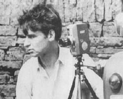 Маньяк Деннис Нильсен с фотокамерой.