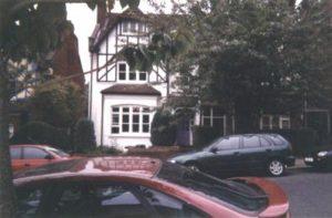 Дом маньяка Денниса Нильсена на Крэнли Гарденс в настоящее время.