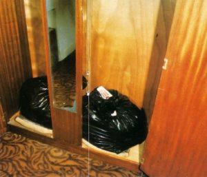 Пластиковые пакеты в доме маньяка Денниса Нильсена.