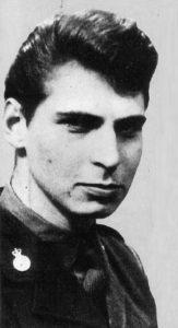 Маньяк Деннис Нильсен служит в армии.