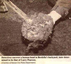 Результаты раскопок во дворе дома маньяка Роберта Берделла.