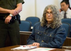 Фото маньяка Родни Джеймса Алкала на суде.