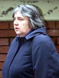 Жена маньяка Гарольда Шипмана - Примроз во время суда.