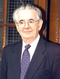 Судья Джастис Форбс на процессе маньяка Гарольда Шипмана.