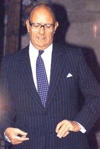 Обвинитель Ричард Энрикес на процессе маньяка Гарольда Шипмана.