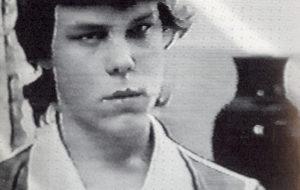 Жертва маньяка Ларри Эйлера - Дэнни Бриджес.
