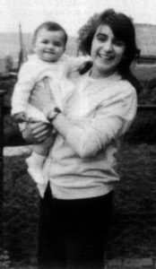 Серийная убийца Розмари Уэст с детьми.