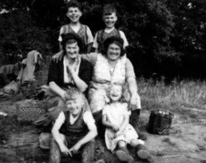Семья будущего серийного убийцы Фредерика Уэста.