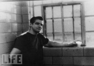 Маньяк Альберт де Сальво в тюрьме