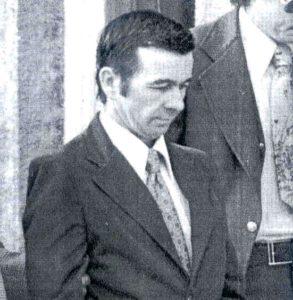 Серийный убийца Дональд Гаскинс идет на судебное слушание.