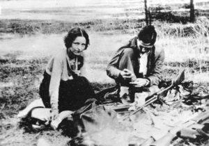 Отморозок Клайд Бэрроу со своей подружкой.