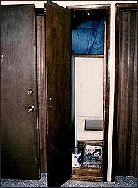 Шкаф, в котором маньяк Уэстли Додд повесил Ли Айсели.