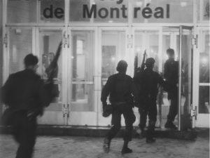 Прибытие полицейских в университет Монреаля.