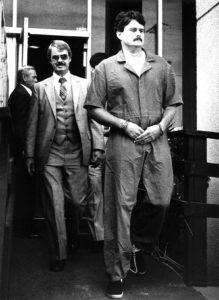 Арестованный серийный убийца Бобби Джо Лонг.