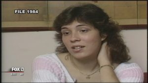 Жертва Лиза Маквей Ноланд, дает интервью после ареста маньяка Лонга.