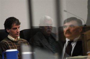 МаньякДжозеф Эдвард Данкан во время судебного заседания.