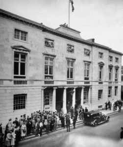 Здание суда, где судят серийного убийцу Джона Джорджа Хэйга.