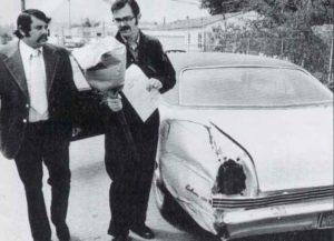 Обыск в машине маньяка Эдмунда Кемпера.