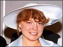 Первой жертвой убийцы становится Салли Уайт, погибшая от удушения в начале 2002 года. Она стала легкой добычей для Харди, это была умственно отсталая проститутка, которую было легко заманить в квартиру предложением денег и дозы. Повторная экспертиза ее тела после эксгумации действительно покажет отчетливые следы на шее погибшей. Стоит удивиться халатности, с которой была проведена первоначальная экспертиза ее тела. Расчлененное тело, найденное в мусорных баках, на основании показаний Харди, будет опознано как 34-летняя проститутка Брижит МакКленнан, которая также была наркоманкой со стажем. Жертва 34-летняя проститутка Брижит МакКленнан.