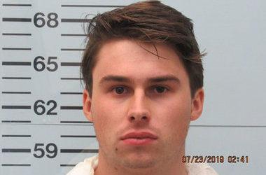Криминальные новости: У арестованного мужчины обнаружены на одежде кровавые пятна