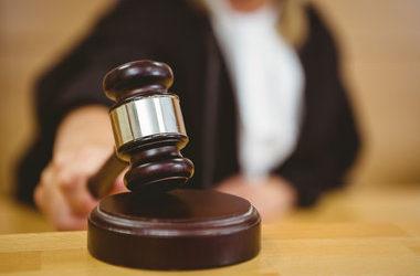 Скандалы и криминал: Судья, подал в отставку после резкой критики