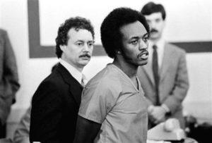 Серийный убийца Элтон Коулман во время суда.