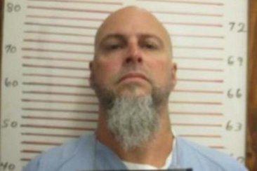 Криминальные новости: Заключенный сбежал из тюрьмы на тракторе