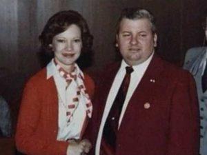 Маньяк Джон Уэйн Гейси с женой президента Картера — Розалиндой.