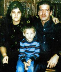 Маньяк Робин Гечт со своей женой и сыном.