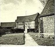 Дом священника ограбленный маньяком Патриком Маккейем.