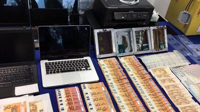 Скандалы и криминал: Полицейские провели рейды по всей Европе, нацеленные на задержание покупателей поддельных денежных банкнот