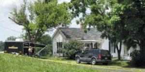 Обыск в доме маньяка Брюса Менденхолла.