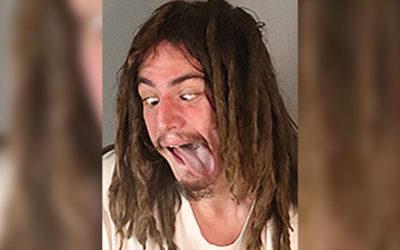 Криминальные новости: Мужчина, обвиняемый в избиении и попытке удушении своего 83-летнего арендодателя, показал полицейским свой язык