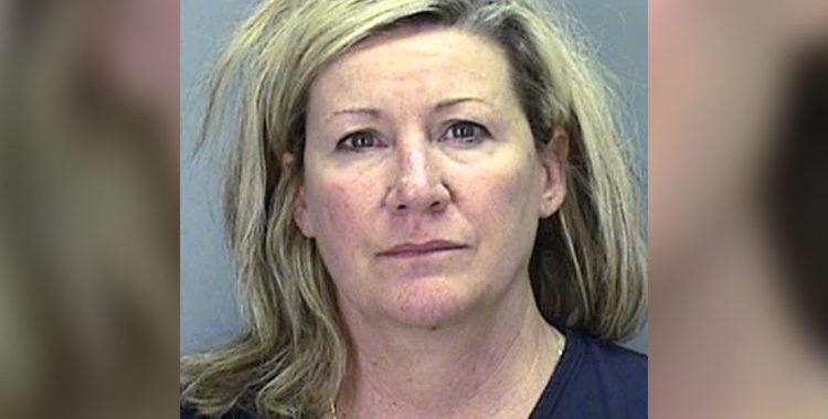 Скандалы и криминал: По сообщению полицейских арестована женщина, работающая учительницей за драку в ресторане